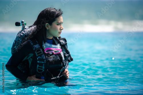 Fotografering asian woman in scuba diving gear.