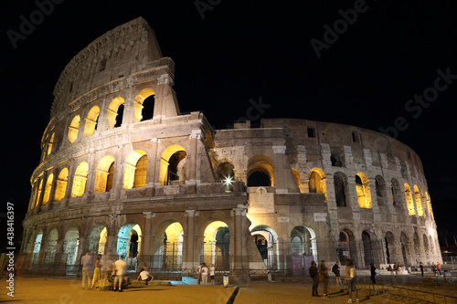 Foto Colosseum at night city. Rome. Italy
