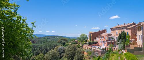 Fotografia Vue du village de Roussillon, dans le Lubéron, sud de la France