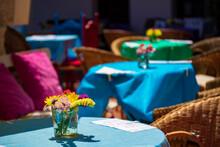 Mesas Y Sillas De Un Restaurante De Mijas Sin Clientes Por Las Restricciones