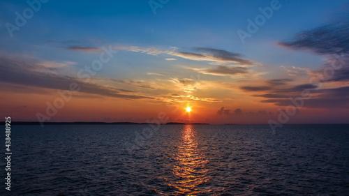 Obraz na plátne Sunrise over the sea