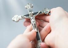 Jezus Na Krzyżu. Figurka Ukrzyżowanego Jezusa Chrystusa. Symbol Religii Chrześcijańskiej.