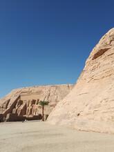 Temple Egyptien Et Sculpture Monumentale De Pharaon