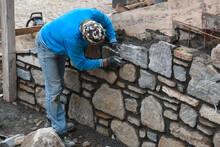 Costruire Muro Pietra Sasso Sassi Muratori Cantiere Edile Edilizia