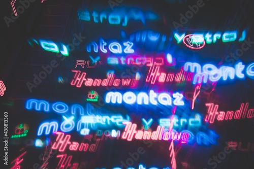 Abstrakcyjne świecące neony