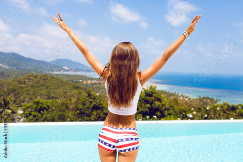 Canvas Summer lifestyle portrait of young hipster girl