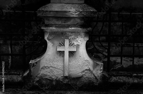 Carta da parati Old graves in a cemetery