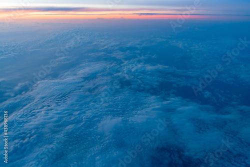 Slika na platnu 飛行機の窓から見える朝焼け