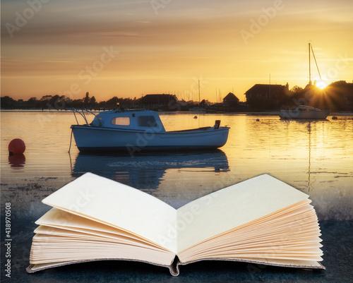 Fotografia Beautiful Summer sunset landscape over low tide harbor with moored boats