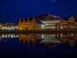 Budynek filharmonii w Gdańsku wieczorem w maju