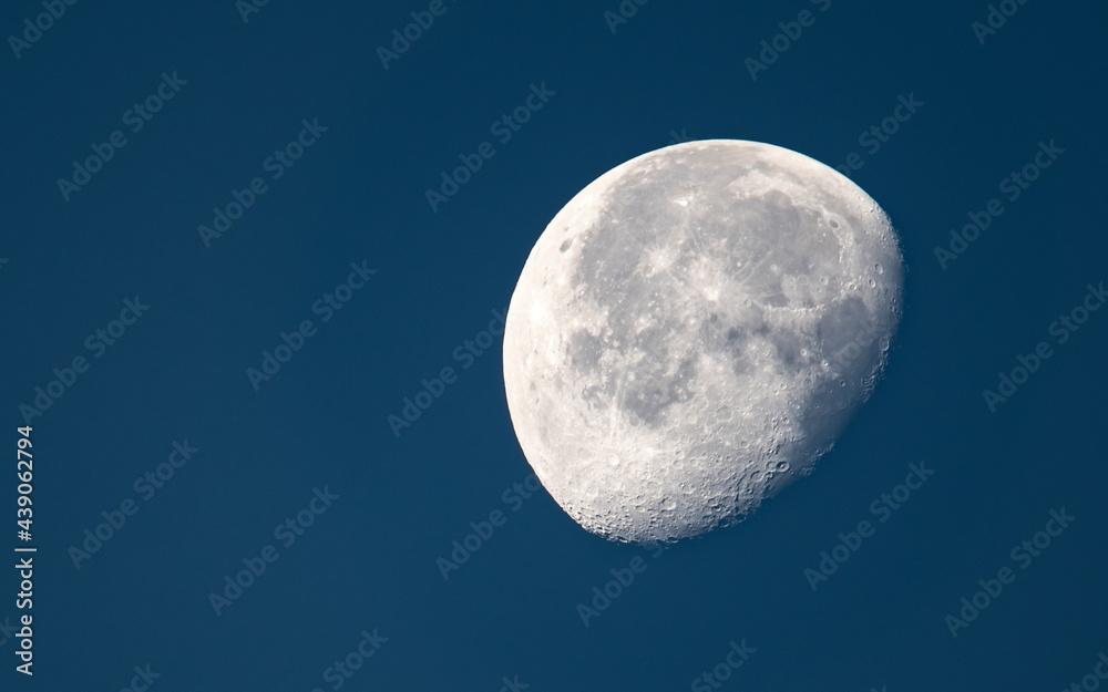 Fotografie, Obraz Księżyc na tle nocnego nieba