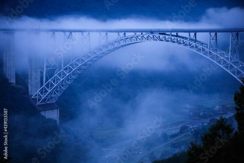Photo 朝霧の広島空港大橋 広島県三原市棲鎮寺公園からの眺望