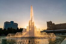 Baku, Azerbaijan - July 2019: Fountain In Baku National Seaside Park In Front Of The Parliament Building In The Evening