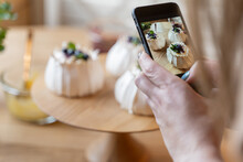 Photographing Pavlova Desserts