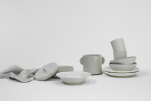 A White Style Group Of Dinnerware Set Of Cermaic