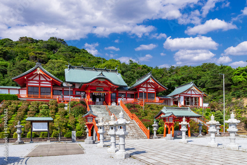 Canvas Print 絶景の海岸線に建つ福徳稲荷神社 山口県下関市