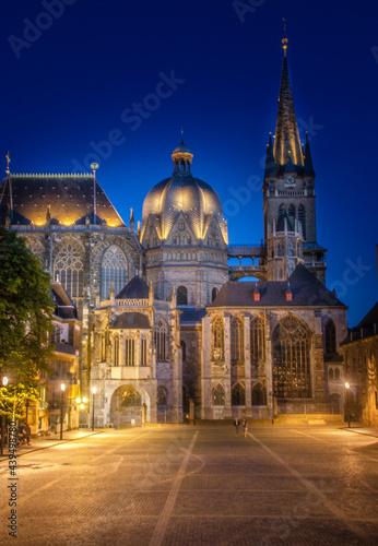 Fototapeta Aachen - Der Dom bei Nacht