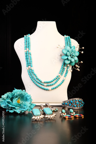 Turquoise brooch Necklace set with earrings, rings, ear studs Fotobehang