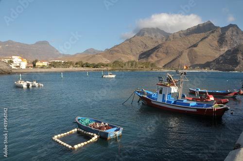 Barcos de pesca atracados en el puerto de La Aldea en la costa norte de Gran Canaria
