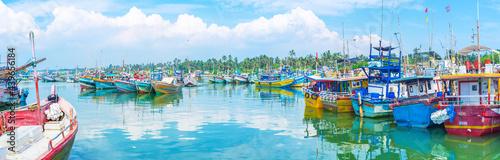 Fotografiet Panorama of azure harbor of Mirissa, Sri Lanka