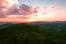 Céu Laranja Entardecer Na Montanha Morro