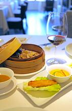 Comida Tailandesa Rollito Primavera Vaporera De Bambú Con Pato Y Foie Restaurante 4M0A2067-as21