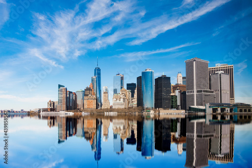 Breathtaking view of Manhattan buildings reflection in the Hudson River Fototapet