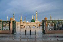 Beautiful Daytime Shots Of Masjid Al Nabawi