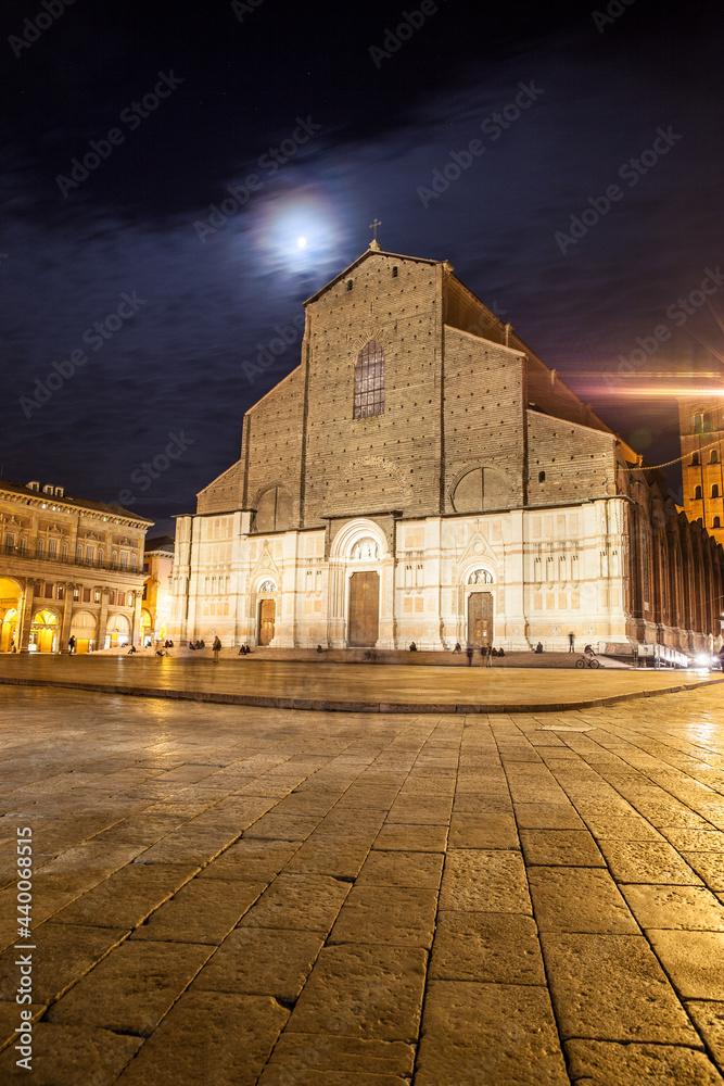 Fotografie, Obraz San Petronio Basilica in Bologna at moonlit night