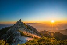 鳳凰三山 オベリスクと日の出