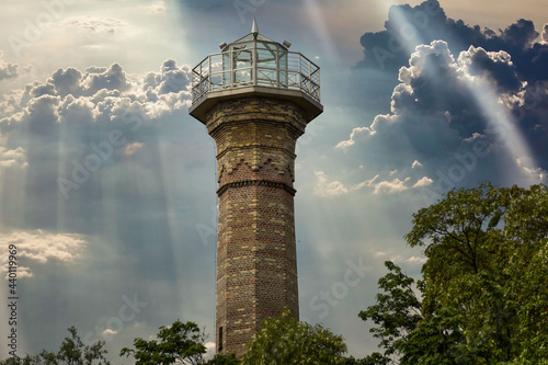 Stampa su Tela The old tower, the observation deck of the Gomel Park in the stormy sunset sky