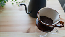 引き立てのコーヒー豆。ドリップコーヒーを淹れる。