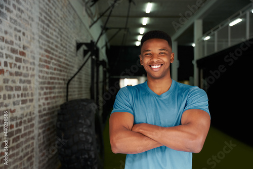 Canvas-taulu African American male standing with crossed arms in the gym