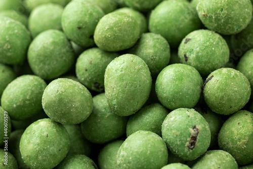 Obraz na płótnie Spicy wasabi peanuts snack close up. background, texture