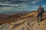 turysta na szczycie góry. Bieszczady, Polska