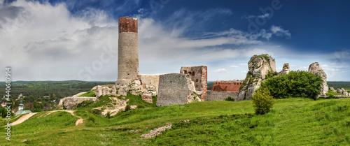 Fotografia Szlak Orlich Gniazd -zamek w Olsztynie koło Częstochowy w południowej Polsce