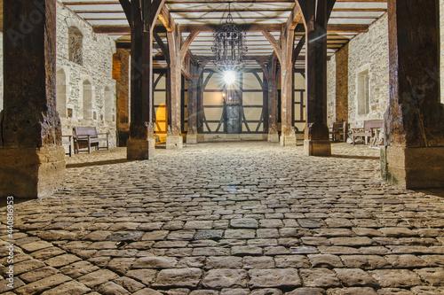Klosterhof im Laternenlicht
