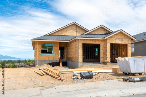 Canvas-taulu A hilltop new construction home being built in the mountains of Liberty Lake, Washington, USA, a suburb of the city of Spokane