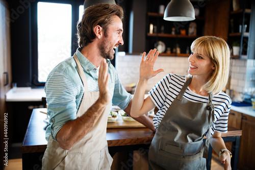 Murais de parede Happy couple cooking together