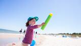 Fototapeta Fototapety z morzem do Twojej sypialni - dziecko na plaży
