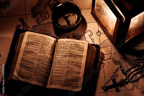 Obraz na plátně An old bible on a wooden table