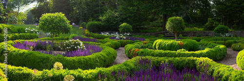 Fotografija Courtyard French Style Garden Landscape