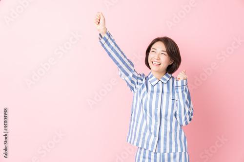 Tablou Canvas パジャマを着た女性