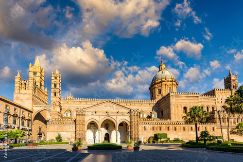 Stampa su Tela Palermo Cathedral in Palermo, Italy in a beautiful summer day