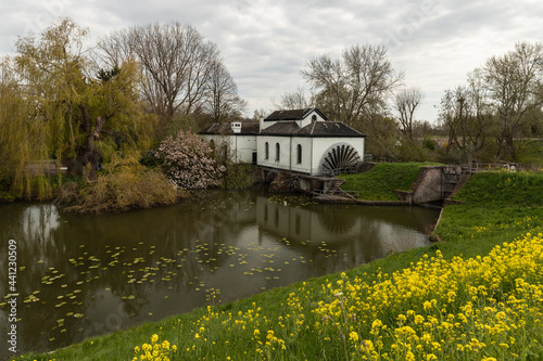Obraz na plátně A former polder pumping station called - De Oude Horn.
