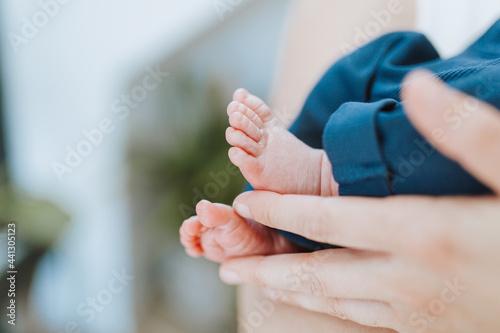 Fototapeta Babyfüßchen von einem Neugeborenen