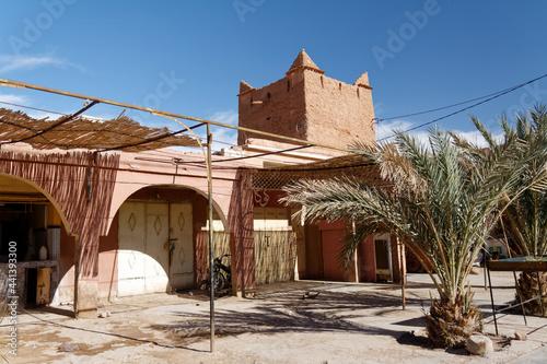 Marokańska prowincja, przydrożne sklepy i wioski. Fototapeta