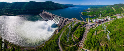 Fotografering Hydroelectric dam on the river
