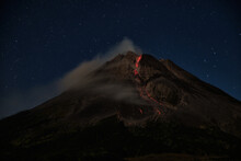 Mount Merapi Erupts With High Intensity At Night During A Full Moon, The Slide Of Material Avalanches Reaches 2700 Meters