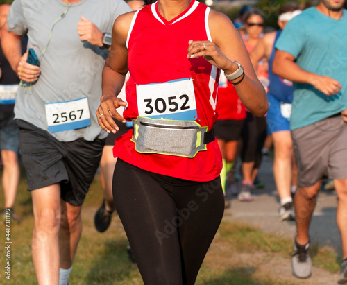 Obraz na plátně Runner wearing a fuel belt to carry personal items while racing a 5K